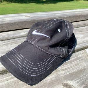 Nike golf ballcap